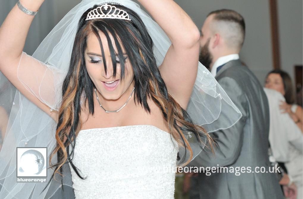 Denham Grove wedding – dancing queen